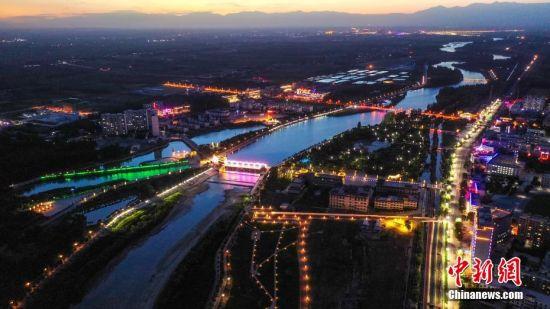 新疆博湖:灯光璀璨夜色美