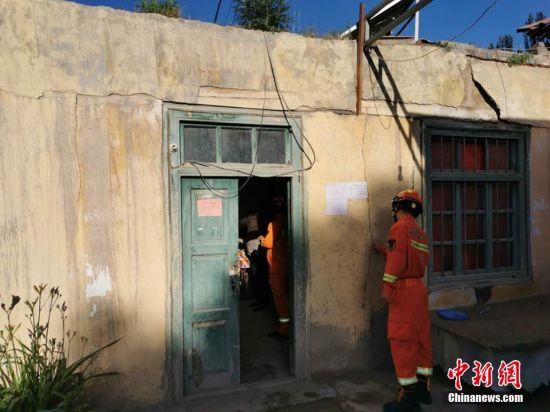 新疆于田县发生6.4级地震 房屋有轻微裂缝