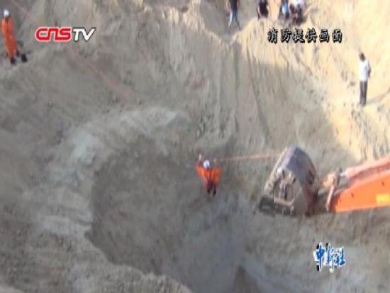 """阿勒泰8男子""""淘金""""突遇塌方1人被埋7米深土坑"""