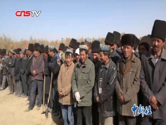 新疆和田1500余名维吾尔族民众本色出演电影《五十八座半》