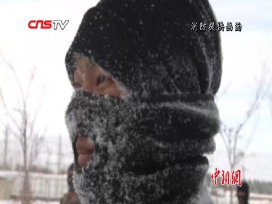 新疆阿勒泰消防新兵零下15度雪地耐寒练真功