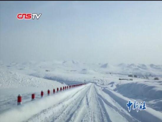 新疆供电人零下27度踩着毛皮滑雪板巡线排障