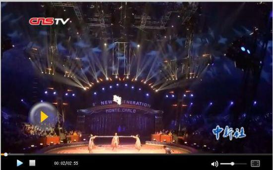 中国四青年抖杠表演 两场零失误获世界杂技金奖
