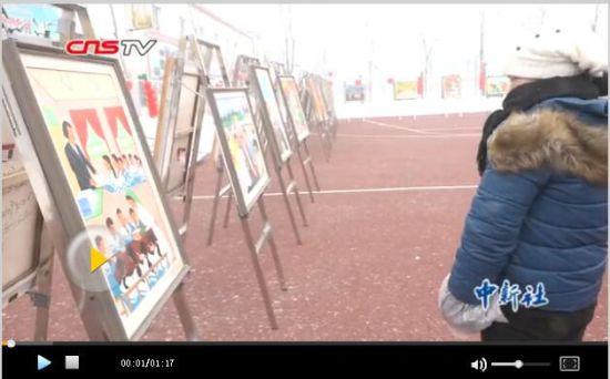 新疆农民画展乡土气息浓 参观者感动落泪