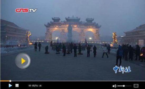 新疆市民元宵节上香祈福新疆和谐繁荣