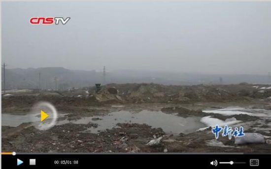 乌鲁木齐一煤矿采空区塌陷 居民讲述塌陷区域直径约20多米