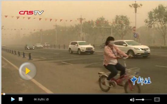 新疆南部多地遇强沙尘天气