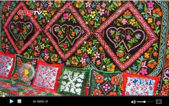 62岁哈萨克老人专注刺绣半个世纪 要将民族刺绣传下去