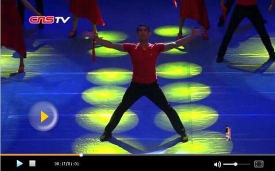 大型情景舞蹈剧《驻村情》新疆上演 观众点赞