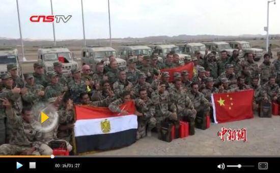 国际军事比赛-2017:中俄等五国在新疆库尔勒赛区互相交流 互赠问候