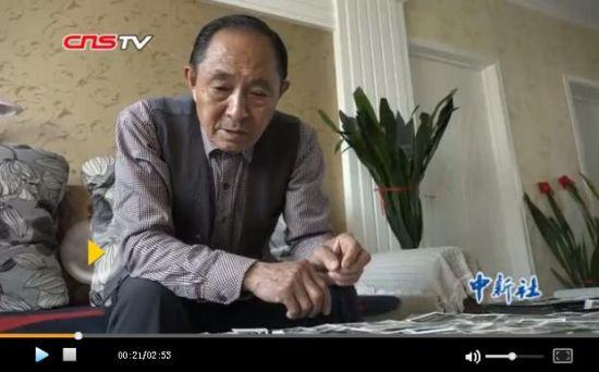 八旬老人在乌鲁木齐街头拍了60年的照片 镜头记录点滴变化