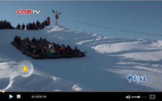 """""""冰雪旅游+体验""""助推新疆冬季旅游迎高峰"""