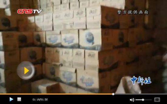 乌鲁木齐警方查获一批假饮料假酒