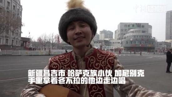 新疆男子三种语言演唱《爱拼才会赢》 转换自如流畅