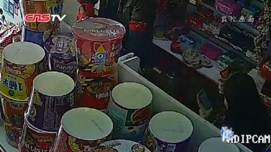 新疆警方破获一起以借手机为名盗走微信财物案