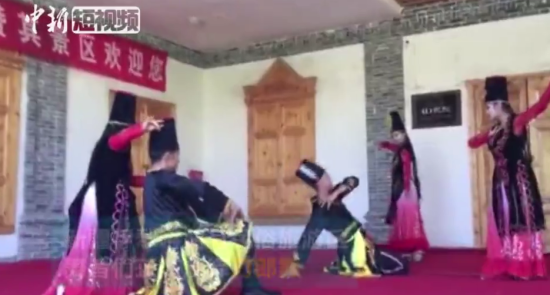 新疆特色刀郎舞 让人忍不住一起摇摆