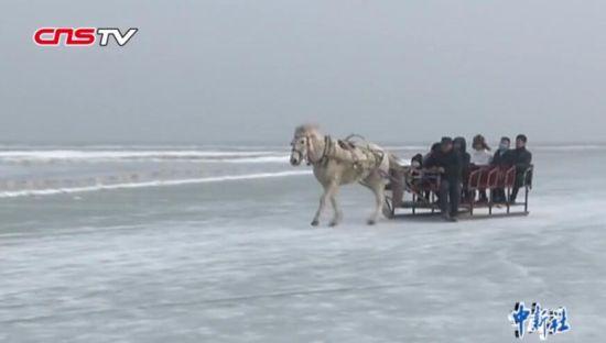 新疆冰雪旅游促农牧民增收 都古尔加甫:一天可赚三千多