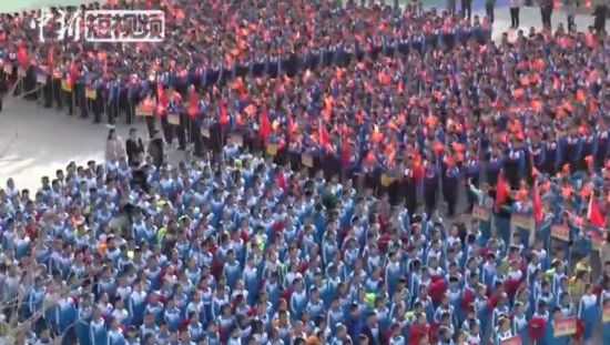 壮观!新疆库尔勒市5000余名师生齐唱《我和我的祖国》