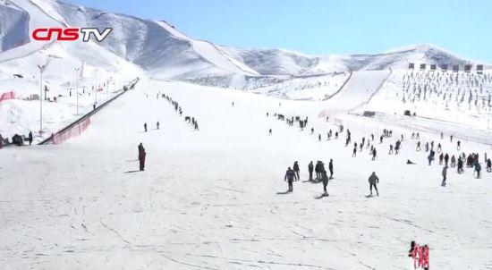 阳春三月 新疆阿勒泰滑雪余温未减