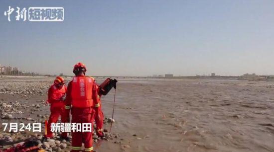 新疆和田突发融雪性洪水 采玉游客被困孤岛获救