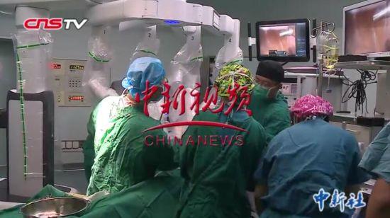 """""""达芬奇""""手术机器人新疆首秀""""上岗"""" 助力提升手术精准度"""