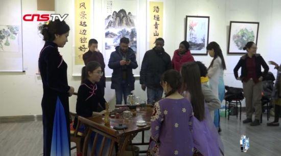 哈�_克斯坦女生�凵�xian)泄枰回��後(hou)想(xiang)�_火�店(dian)