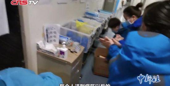 """战""""疫""""VLOG:医疗队的特殊防护服 """"带上""""新疆美食来解馋"""