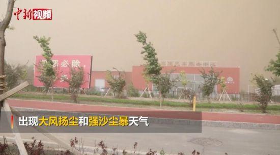 新疆塔城:瞬间进入强沙尘暴和大风扬尘模式