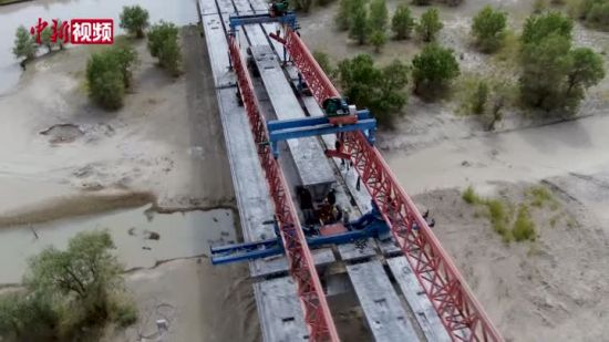 新疆第三条沙漠公路跨越全国最长内陆河
