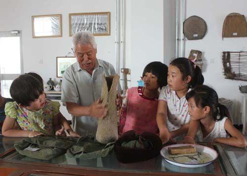 第二师三十团五连校外辅导站组织参观团博物馆