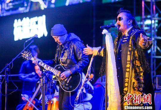 新疆喀纳斯丝绸之路音乐节落幕 杭盖乐队压轴演唱