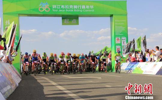 新疆奇台县2016年环江布拉克骑行嘉年华开赛