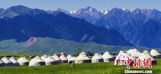 世界自然遗产地新疆喀拉峻草原风情迷人