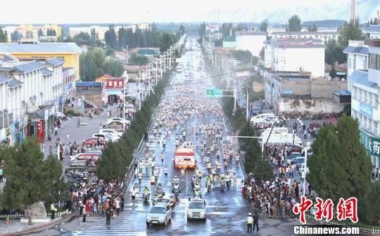 """新疆""""八卦城""""特克斯县举办彩跑节传递快乐和健康"""