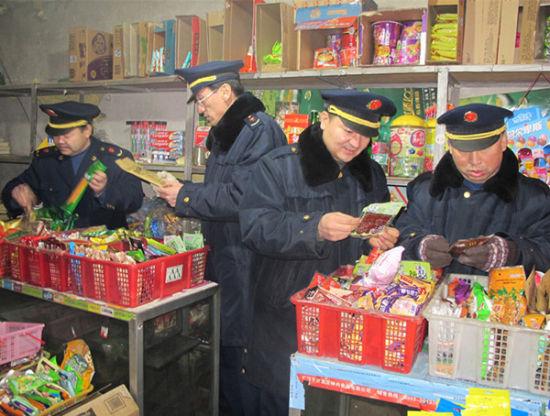 花园工商所对学校周边食品市场进行冬季安全检查