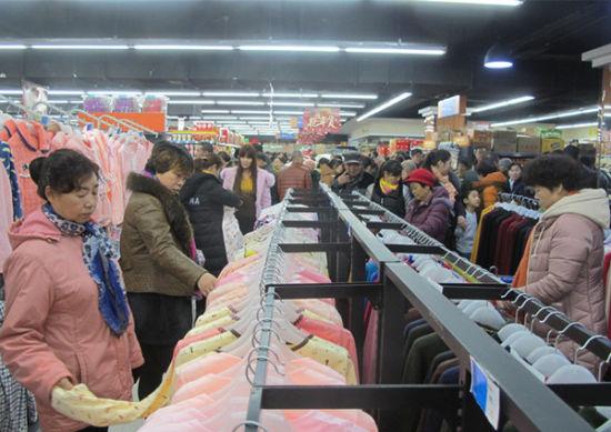 第八师一四三团首家地下超市开张营业当天营业额20多万元