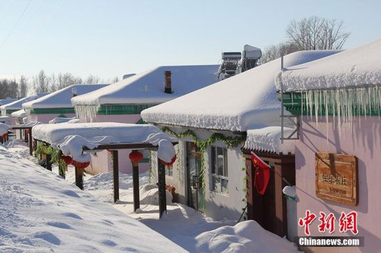 中哈边境新疆兵团团场雪景美轮美奂
