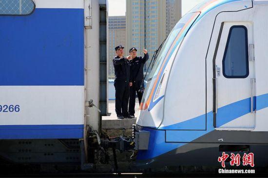 历时192小时首批地铁抵达新疆乌鲁木齐
