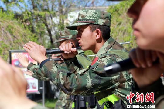 新疆阿勒泰边防官兵开展警务实战技能训练