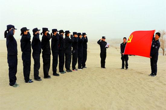 新疆兵团女警节日当天开展野外训练(图)