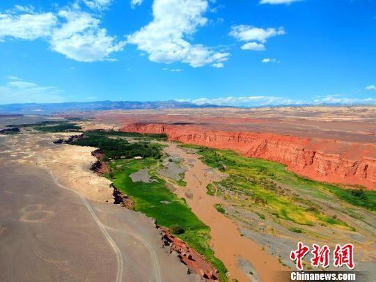 新疆托克逊天山红河谷妖娆夺目