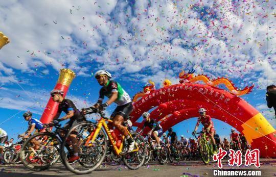 新疆第十二届环湖赛开幕 比赛奖金达30万创新高