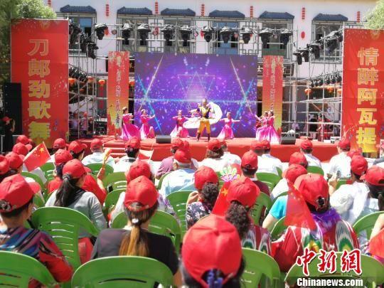 新疆阿瓦提美食节开幕 万名游客品美食