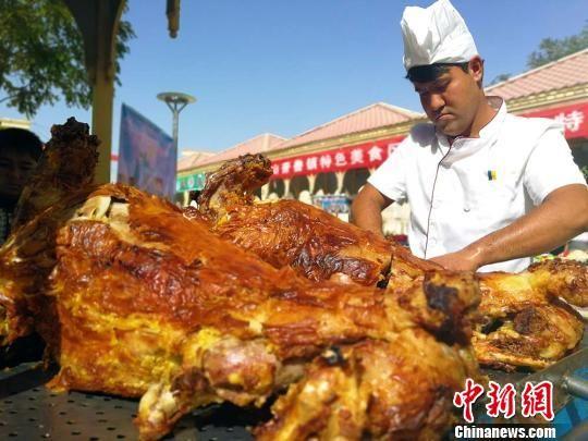 游客尽享味蕾盛宴 新疆洛浦第五届美食开幕