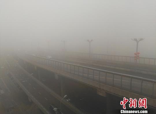 乌鲁木齐出现大雾天气