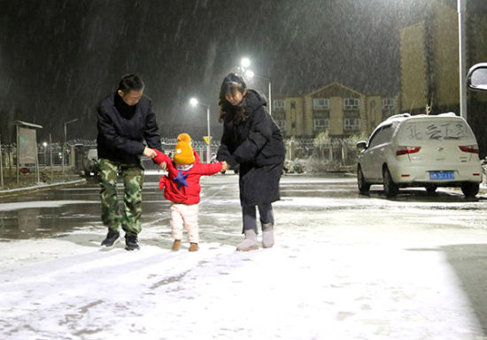 新疆兵团南部团场迎来今冬第一场雪
