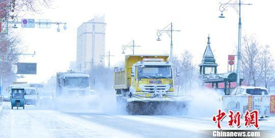 新疆边境城市北屯迎降雪 气温降至零下20℃