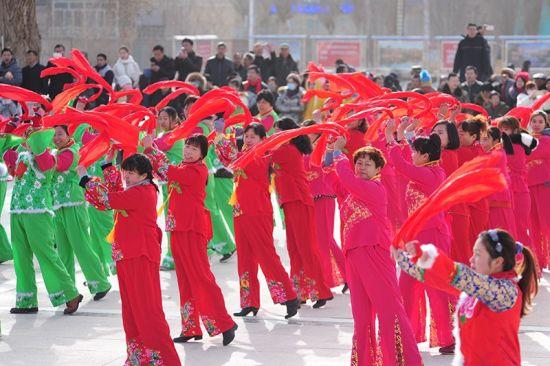 第二师塔里木垦区职工群众载歌载舞喜庆新春