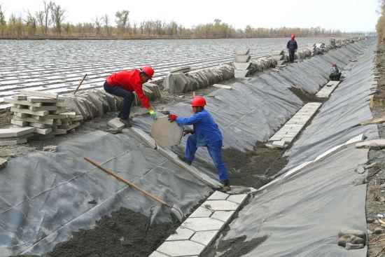新疆铁门关市:全力抗旱节水保春灌