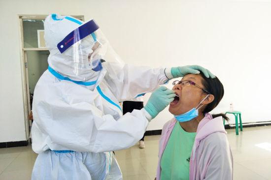 十三师黄田农场持续加大核酸检测力度